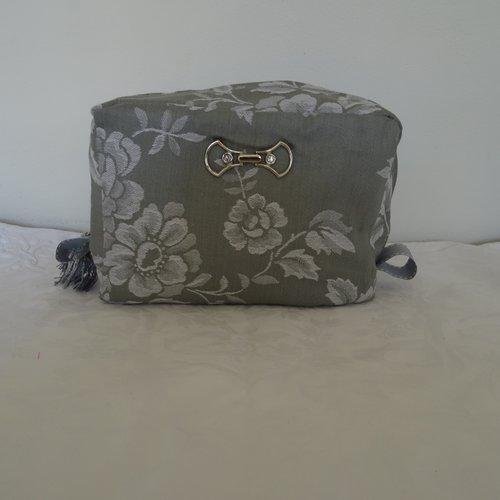 Trousse de toilette en tissu ancien , coutil gris , bijoux de sac , doublé toile enduite , b c b  g .g , élégant ,