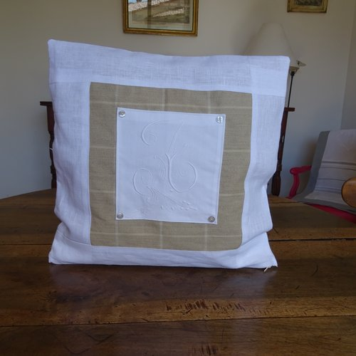 Housse de coussin carrée en lin blanc , kraft , monogramme ancien , élégant , vintage ;