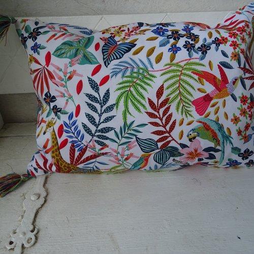 Housse coussin , rectangulaire , tissu ameublement , décor savane , animaux , oiseaux , feuillages , multicolore , mode ;,