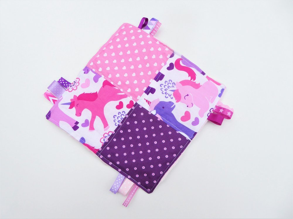 Doudou plat carré, papier bruissant et étiquettes, fille, licornes