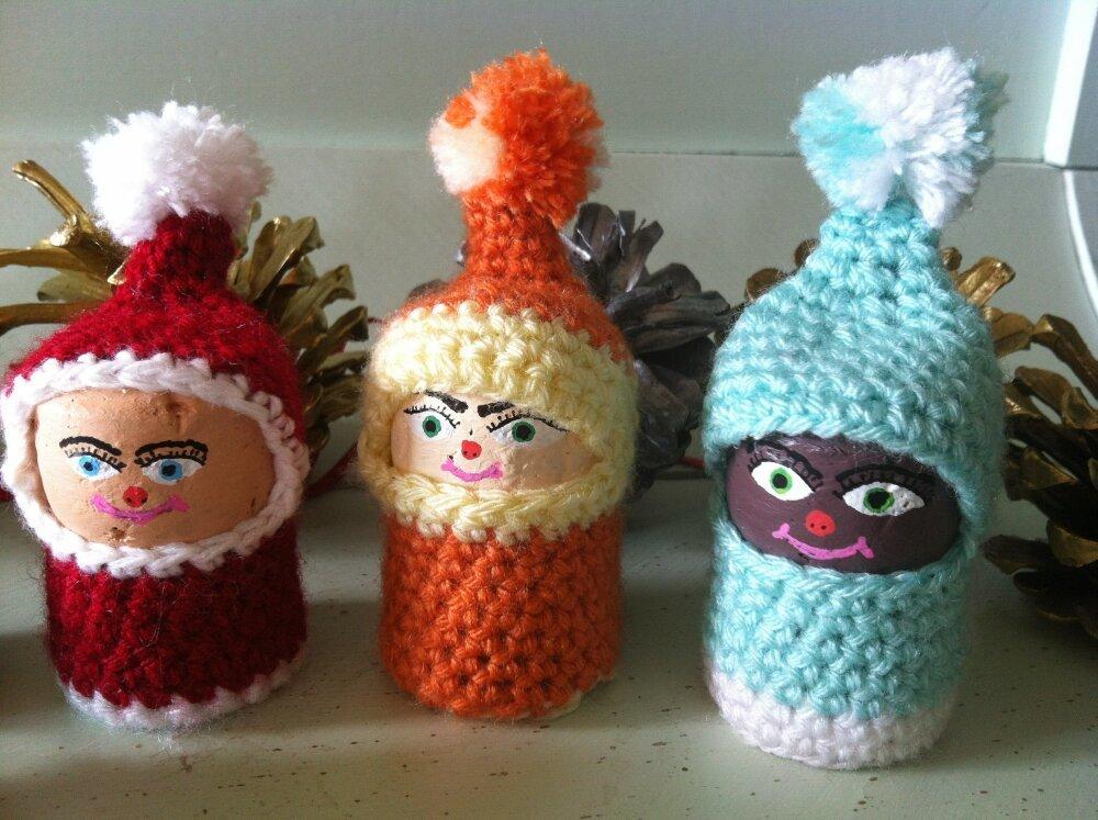 Bouchon décoratif en habit de laine fait au crochet