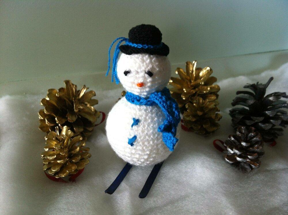 Petit Bonhomme de Neige crocheté - déco de Noël