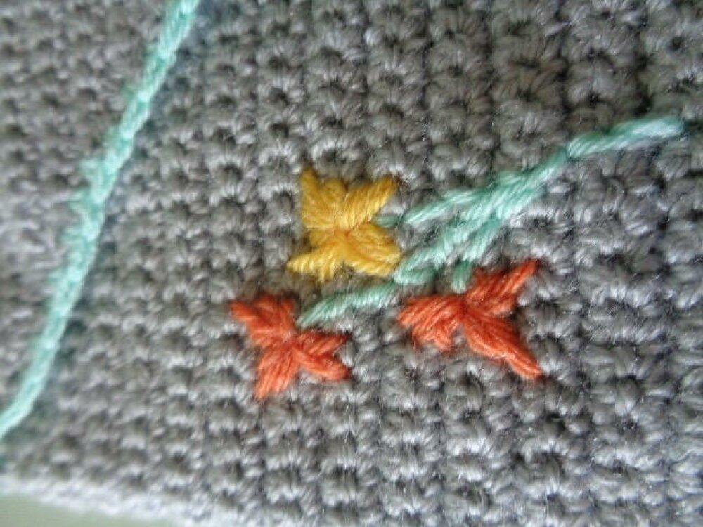 Trousse fourre-tout grise au crochet