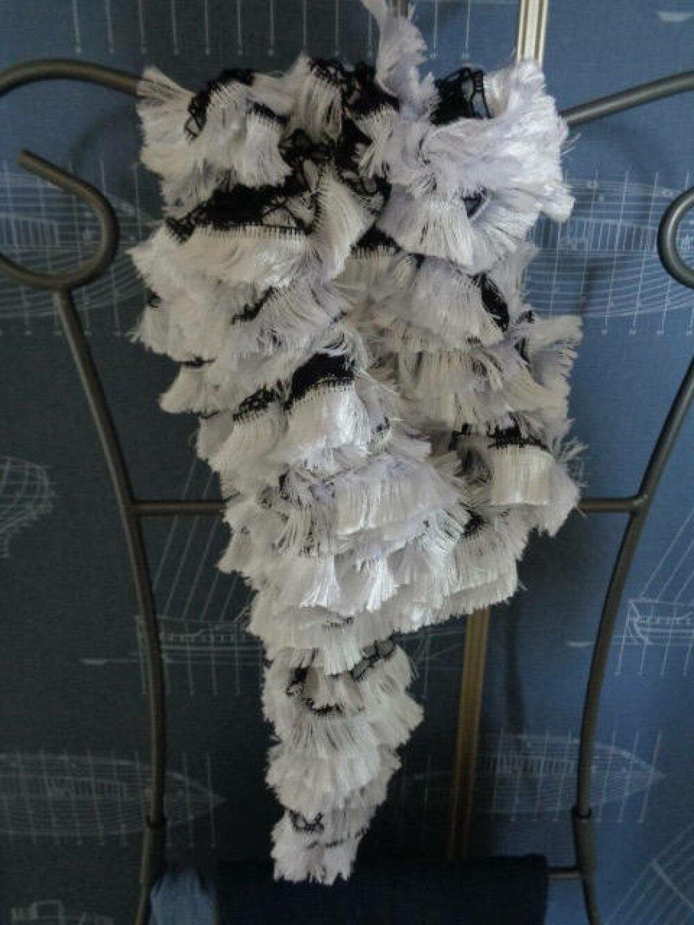 Echarpe en laine dentelle noir et blanc