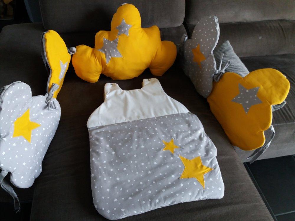 ensemble tour de lit nuage et gigoteuse jaune moutarde/gris perle/blanc