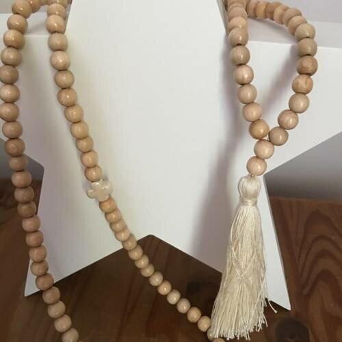collier perle et pompom
