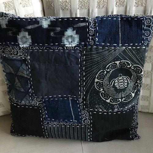 Housse coussin ethnique carré, boro kasuri indigo ,tissu ancien japonais