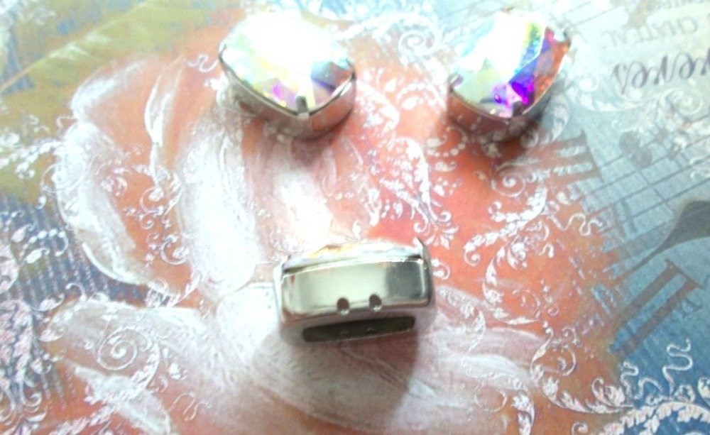 cabochon rectangle cristal de Swarovski aurore boréale AB serti rhodiem
