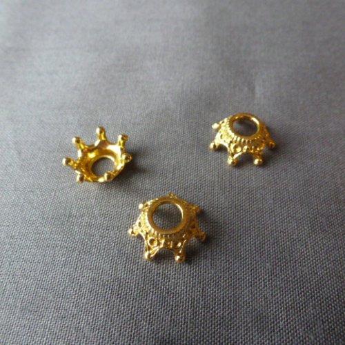 Perles  entre deux ou coupelle couronne  doré 13mm x 9mm x 6mm (x1)