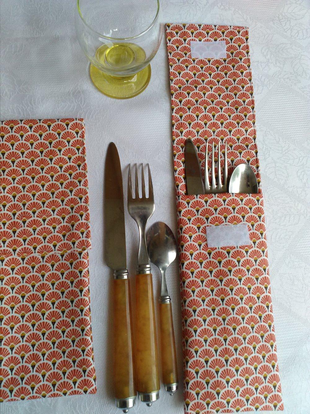 Pochette ou étui à couverts - Coton enduit - Blanc rouge orangé.