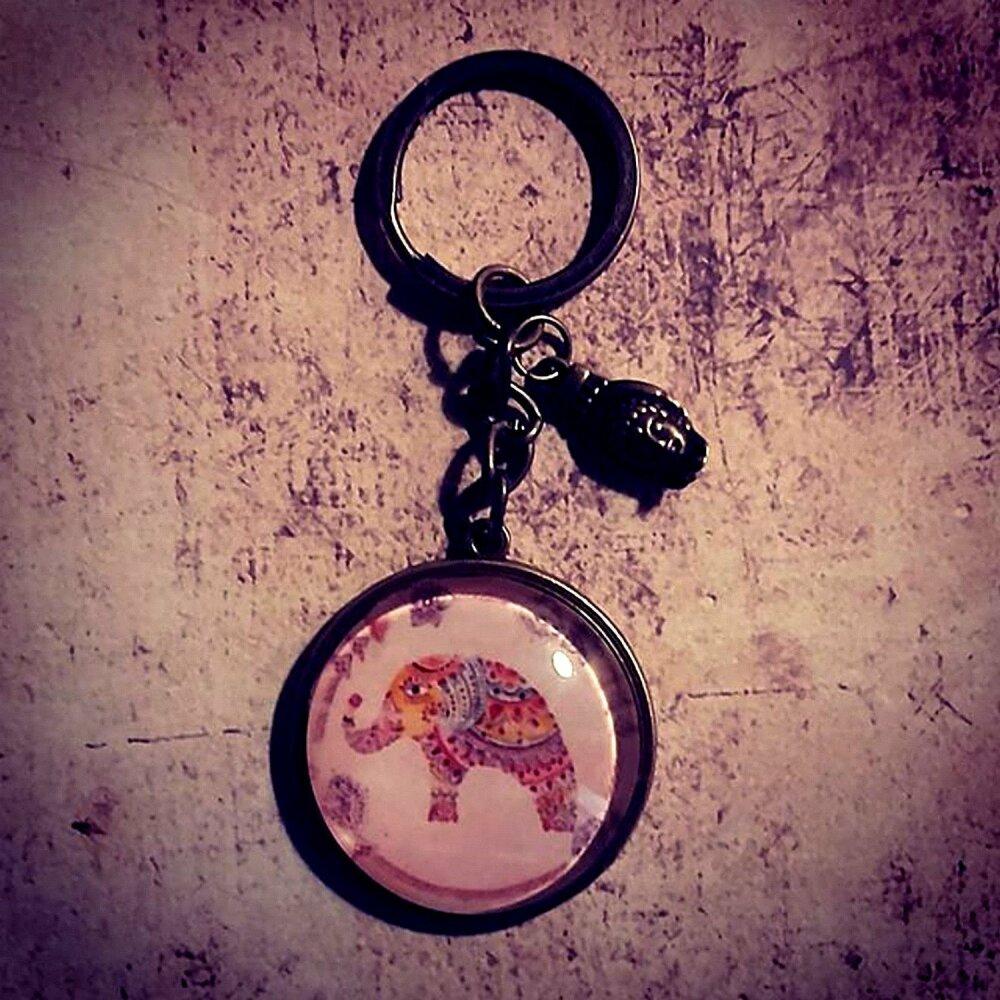Porte clé ou bijou sac original avec un cabochon en verre thème éléphant hippie chic bohème. Fait main.