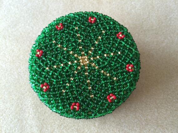 Schéma boite ronde 7 cm étoile de Noel en perles