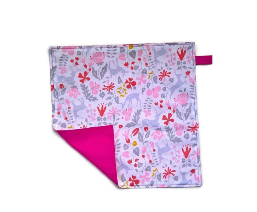 serviette de table enfant double face rose .