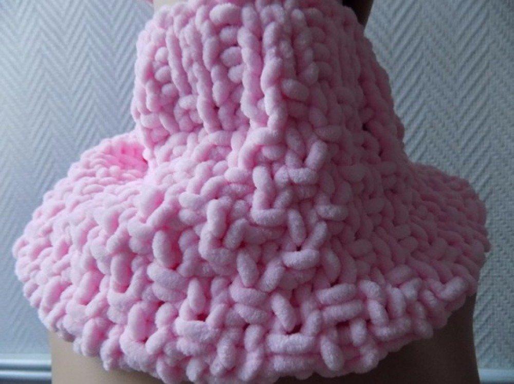 Tour de cou,snood enfant,laine velours,rose pastel,taille 3/4 ans.
