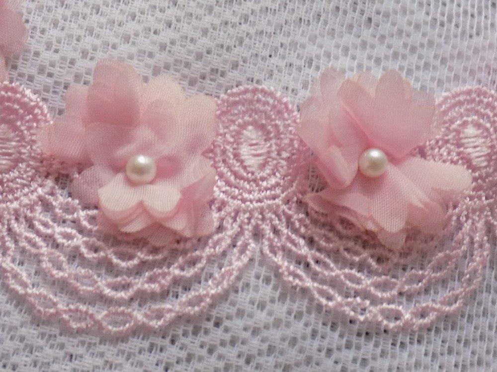 Bracelet en dentelle rose,fleurs en organza,perles nacrées.
