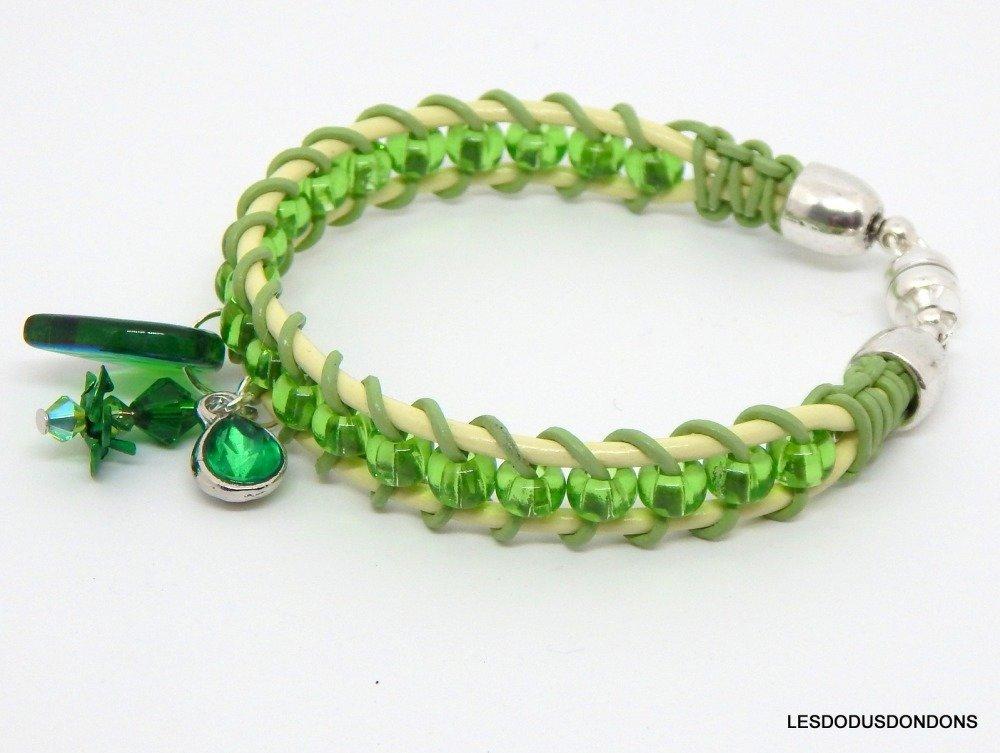 Bracelet  perles vert transparent, cuir tressé tons verts