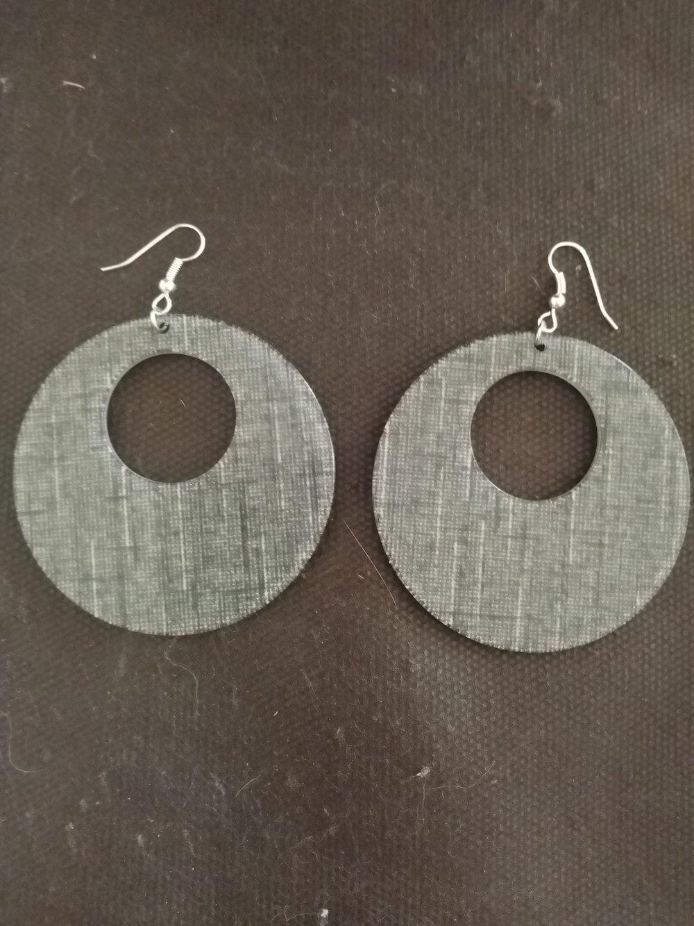Boucles d'oreilles pendentif effet toile de jute noir