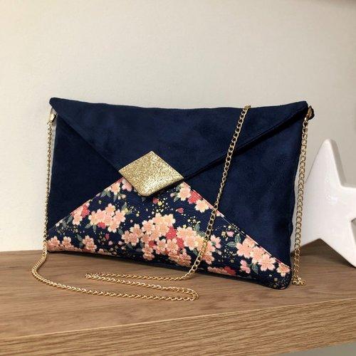 Pochette mariage bleu marine, fleurs de cerisier roses, paillettes dorées / sac chaînette forme enveloppe, personnalisable