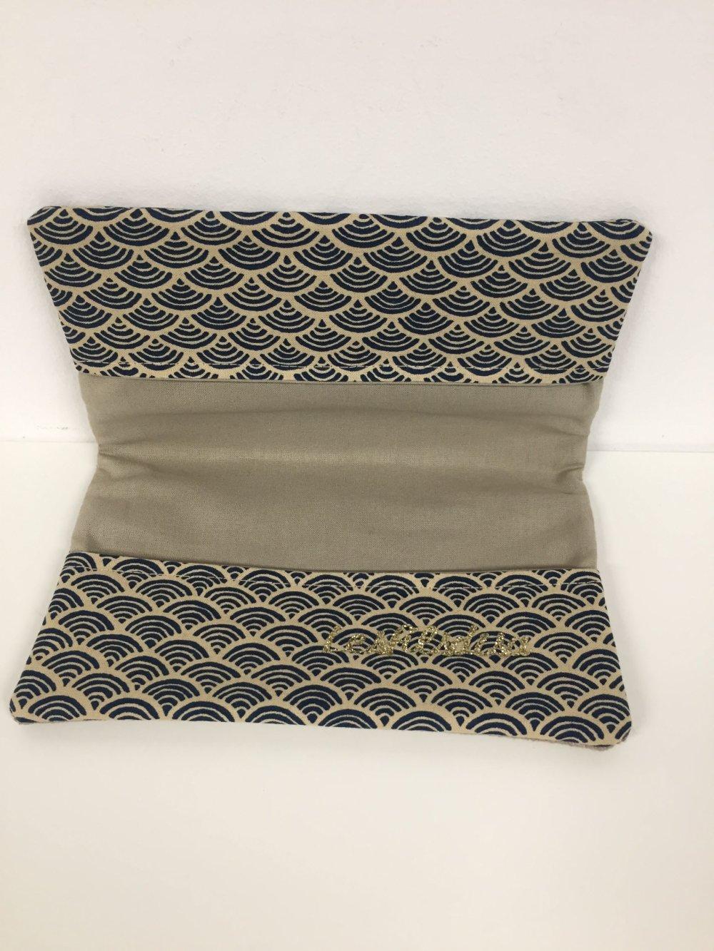 Etui chéquier en tissu japonais et lin, beige, bleu marine / Protège carnet de chèques format portefeuille / Etui personnalisable