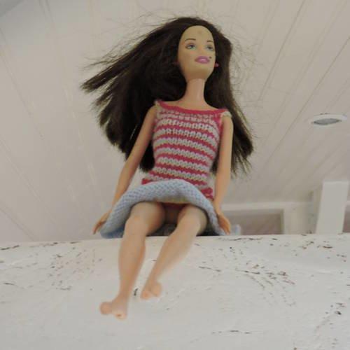 Robe fines bretelles pour barbie, tricotée mains
