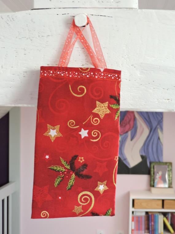 pochette cadeaux spécial Noël, motifs Noël, avec ruban d'organza  5