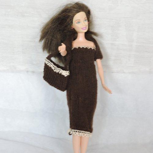 Robe, cache épaules et sac pour barbie tricotée mains