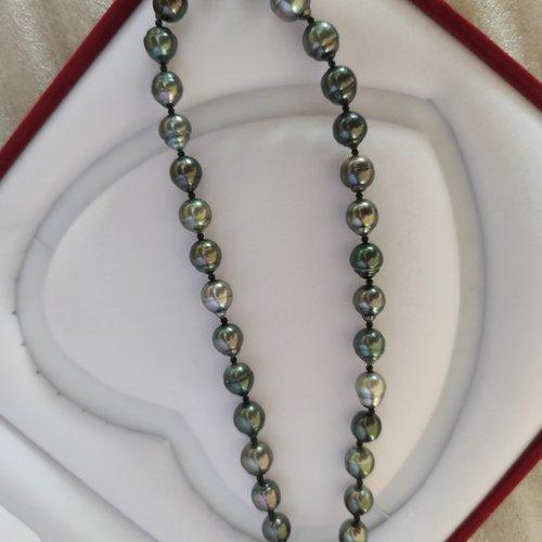 Collier en perles de tahiti et spinelles noires
