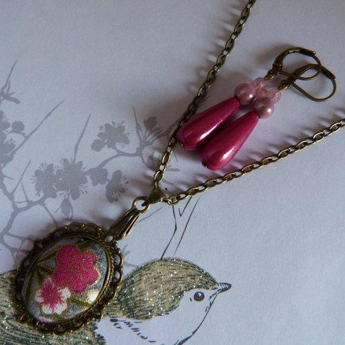Parure avec cabochon en tissus, boucles d'oreilles roses assorties