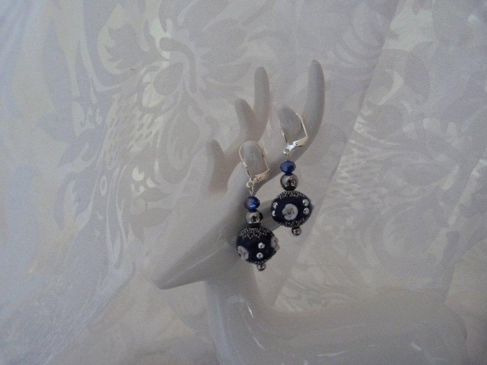 Boucles d'oreilles en perles indonésiennes Bleu profond et argent