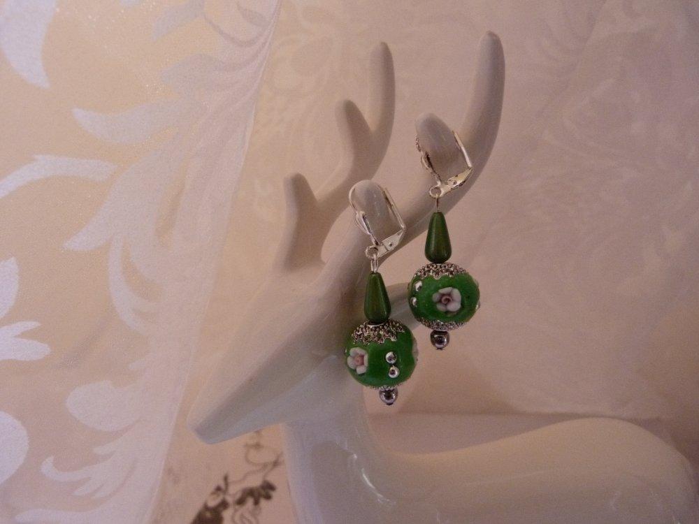 Boucles d'oreilles en perles indonésiennes vertes et argent