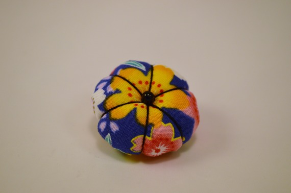 Broche en tissu japonais en forme de fleur Yamatoe