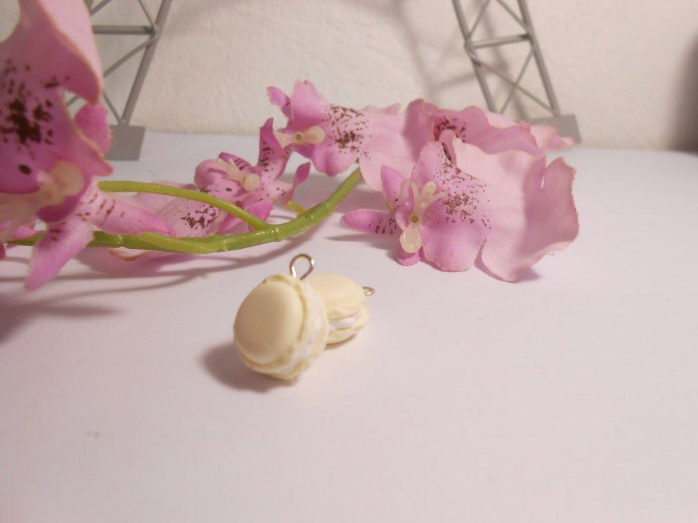 Breloque macaron vanille en fimo de 15mm