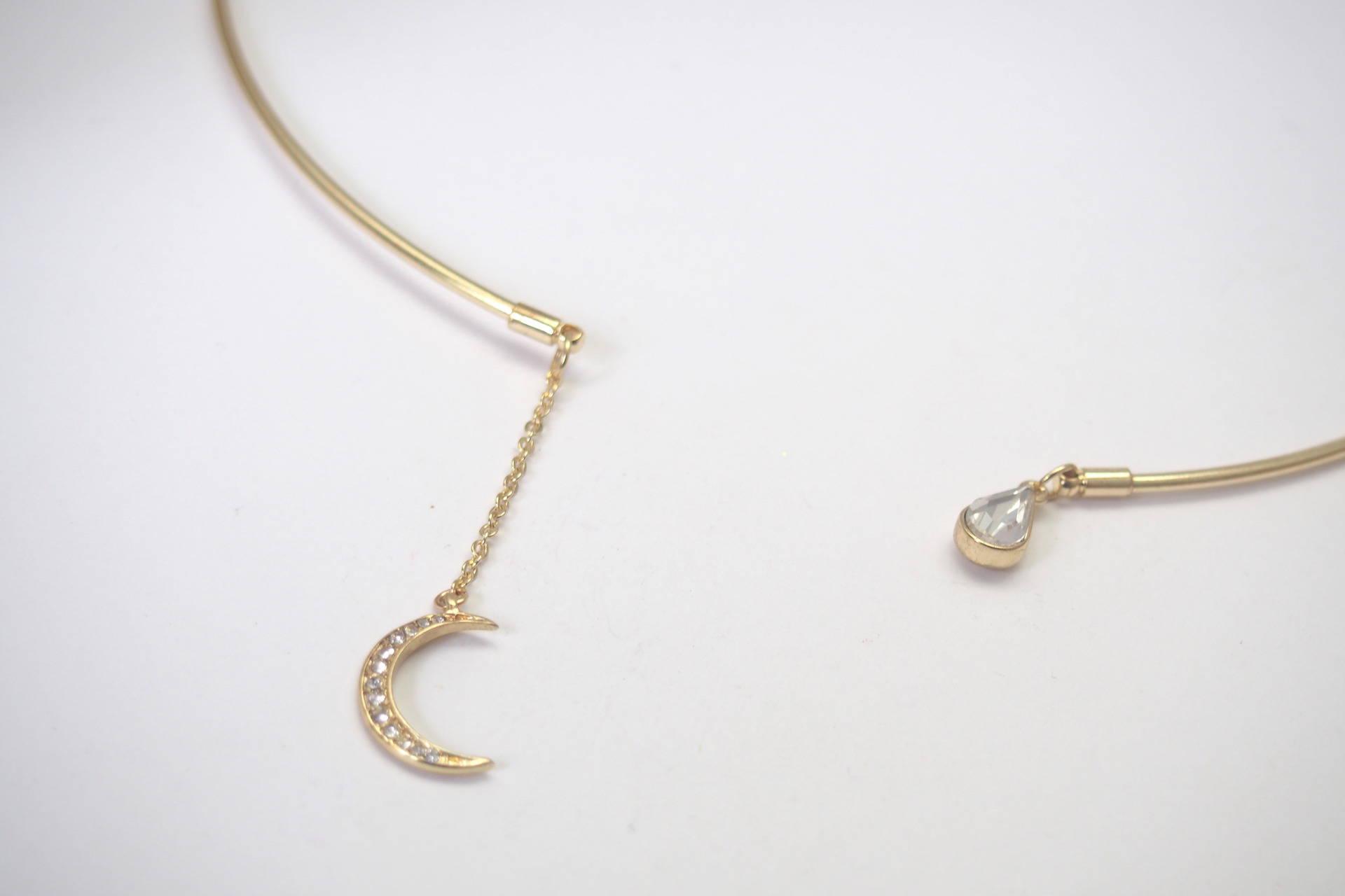 Kit pour collier torque et ses breloques dorées et à strass