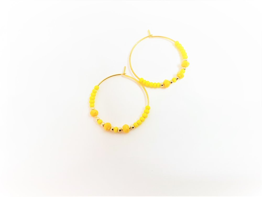 """boucles d""""oreilles ,petites créoles ,jaune ,dorées"""