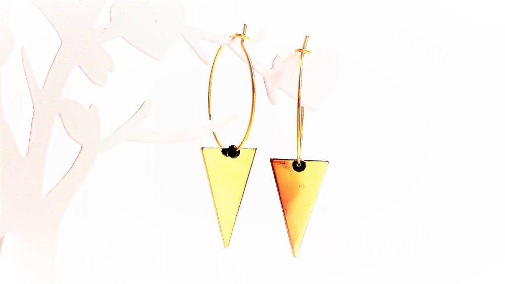 boucles d'oreilles ,créoles ,noires , triangle ,dorées ,breloque