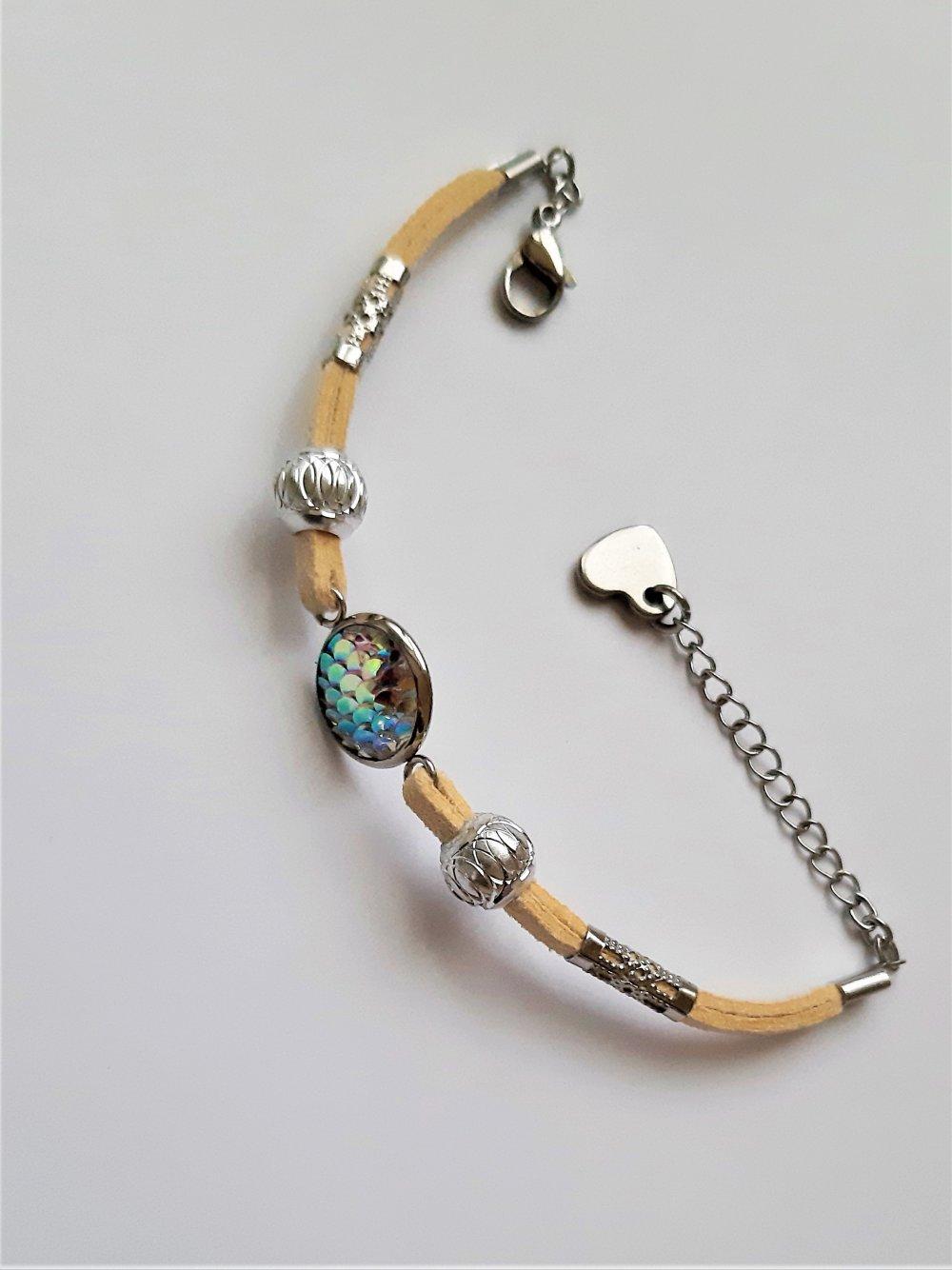 bracelet fantaisie cordon suédine cabochon et perles acier et alu