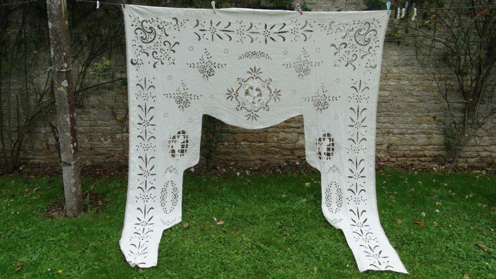 Rideau ancien art déco france en broderie de richelieu. Rare grand rideau vintage art déco. antique rideau ancien en broderie blanche.