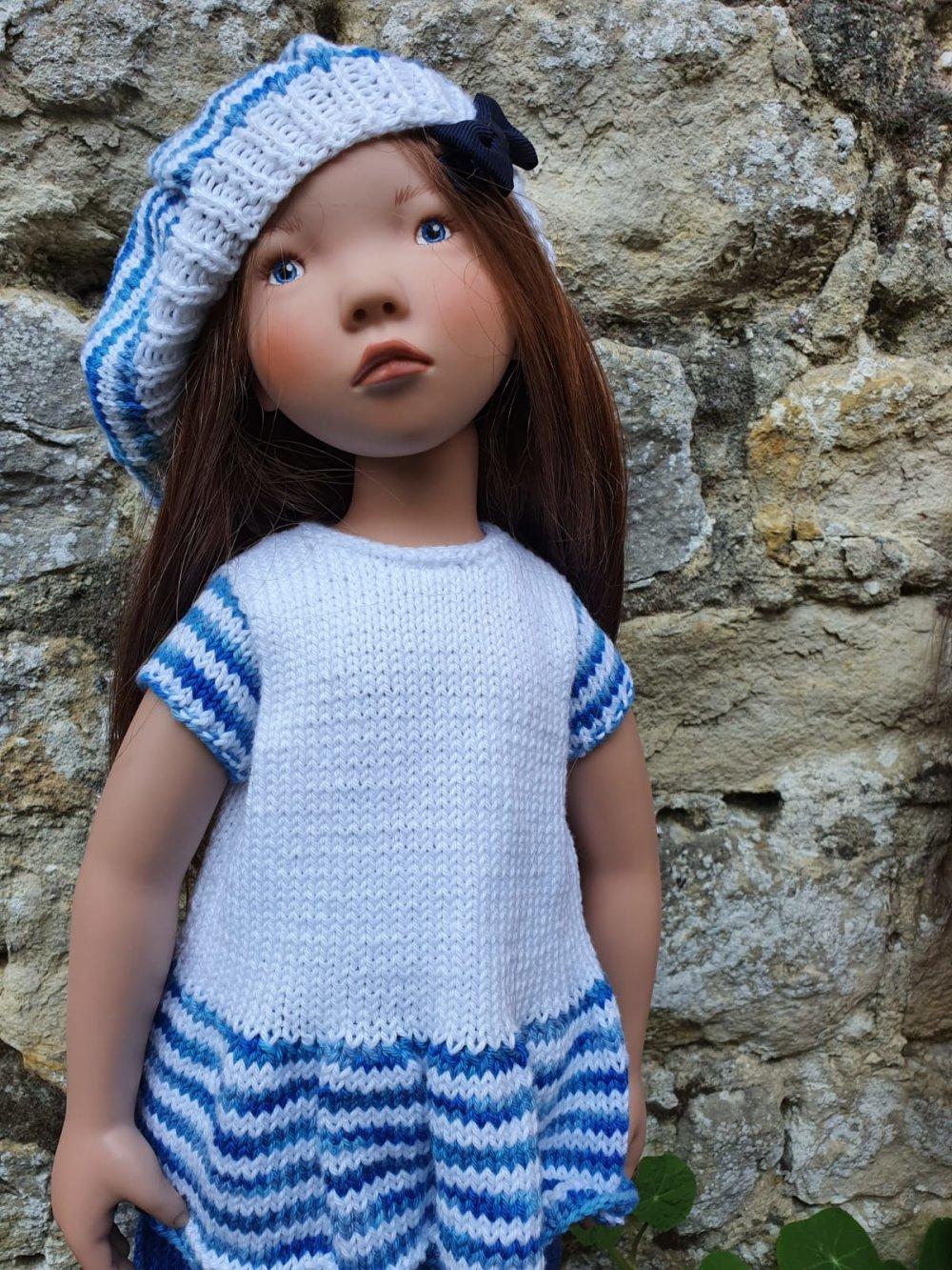 Tenue trois pièces bleue et blanche pour poupée type Zwergnase 55cm