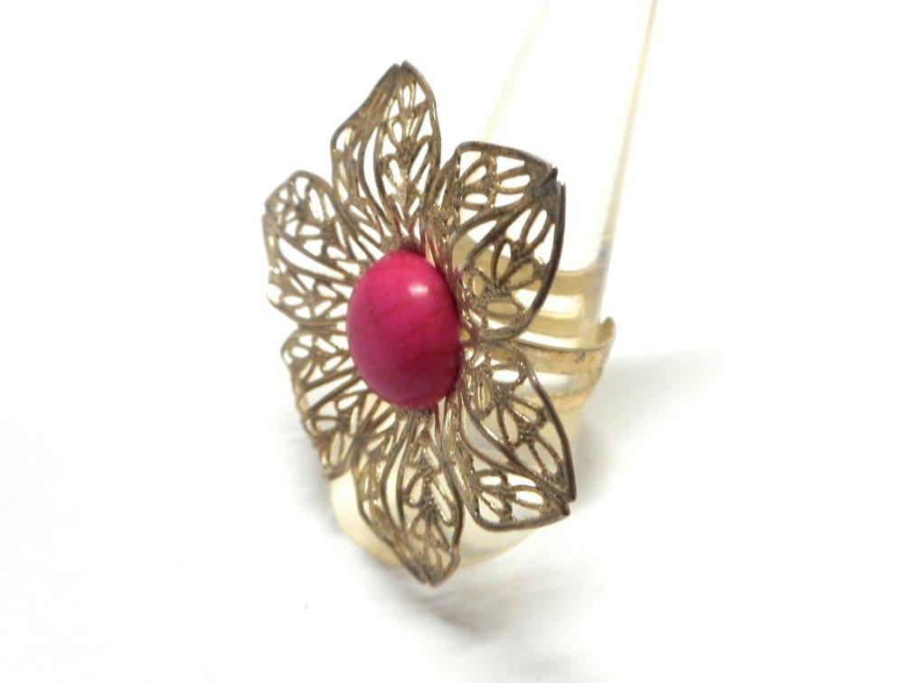 Bague argentée grande fleur et perle imitation turquoise rose