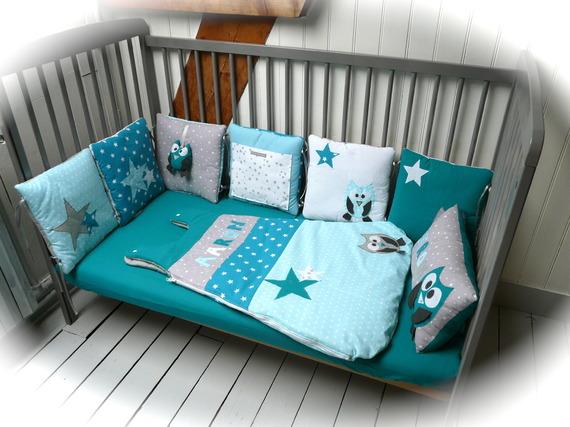 Tour de lit Chouettes et étoiles (bleu turquoise, bleu canard et gris)