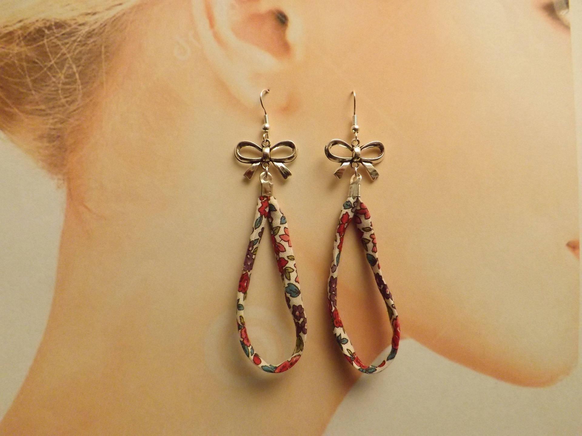 boucles d oreilles créoles  tissu liberty noeud métal argenté