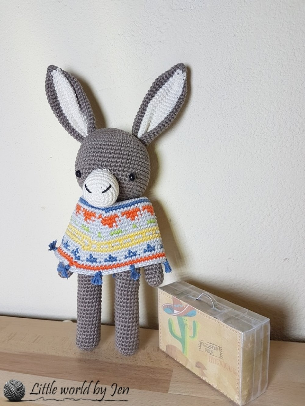 Ramon doudou amigurumi crochet marron et multicolore