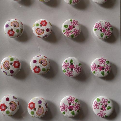 Boutons fantaisies x16 motifs fleuris