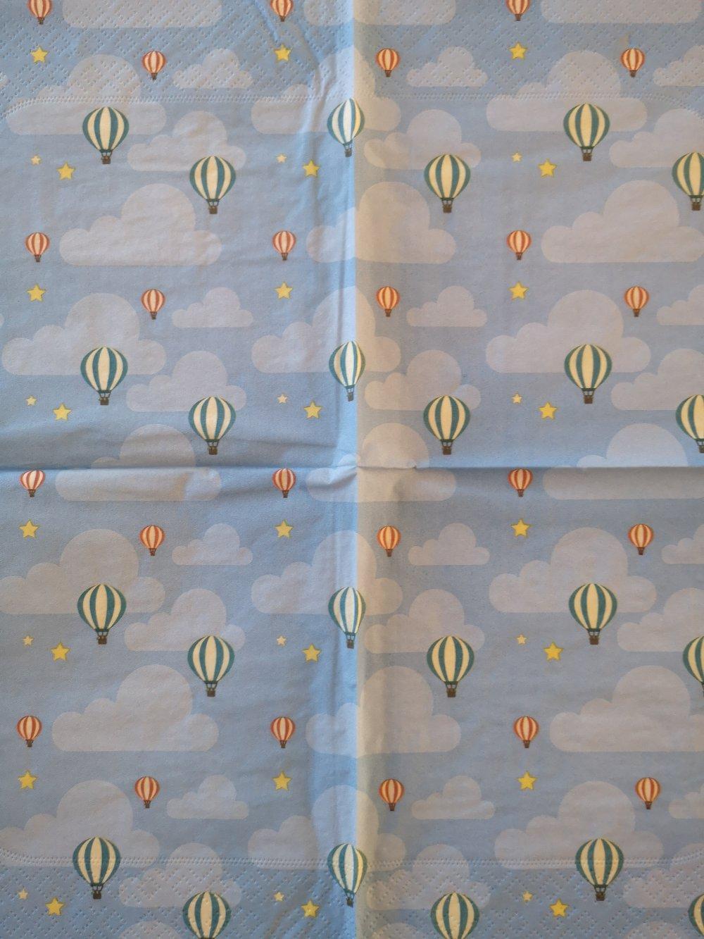 Serviettes en papier motifs montgolfières thème paysage