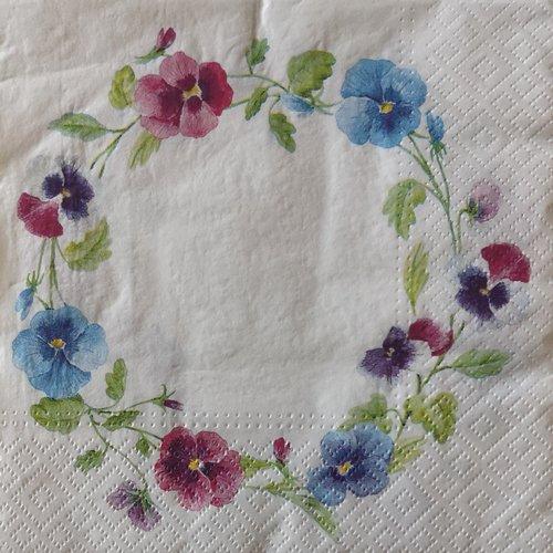 Serviettes en papier motifs fleurs