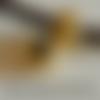 2 perles passantes dorées, 11 x 8 mm, forme rondelle avec bourrelet et inscription love, trou 5 mm