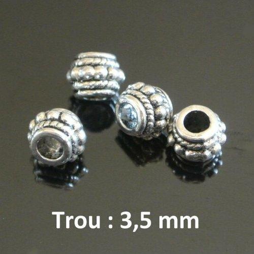 Dix perles passantes argentées, décor rondelles à points centraux, 6 x 8 mm, trou 3,5 mm