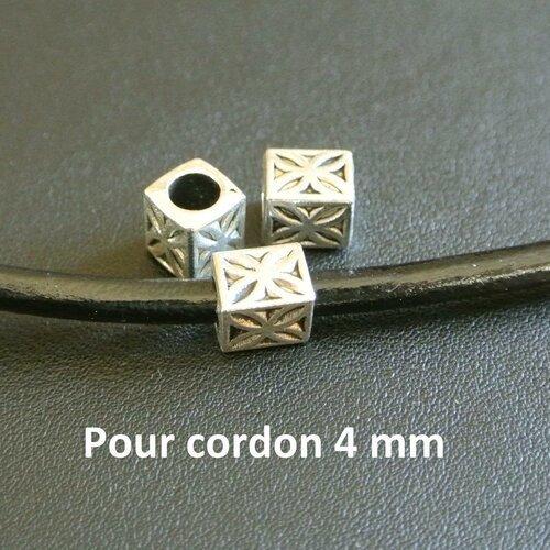 Lot de 6 perles passantes tubes rectangulaires argentées, 8 x 7 mm, motifs étoiles à 4 branches ou fleur 4 pétales, trou rond 5 mm pour