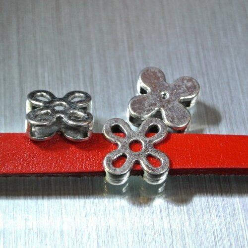 4 perles passantes argentées pour cordon 10 x 2 mm, rectangulaires en forme de fleurs à 4 pétales évidés, dimensions 13 x 13 mm