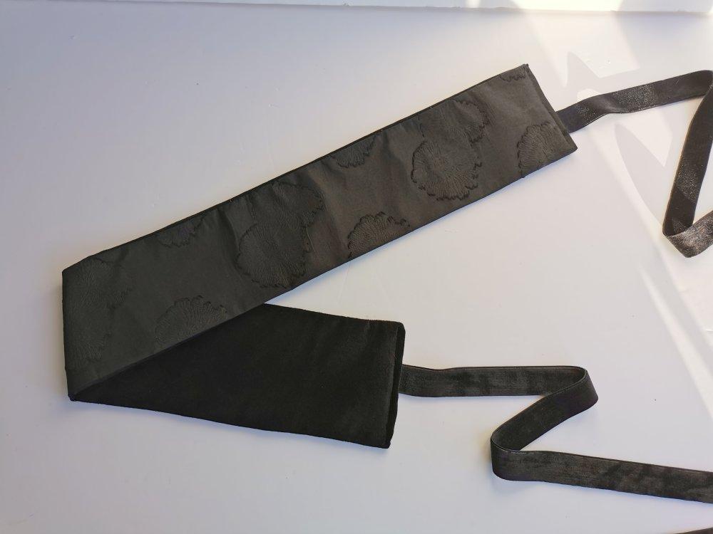 Ceinture japonaise, Obi, noire, 1 côté fleurie en relief en tissu japonais et 1 face uni en coton épais,78 cm x